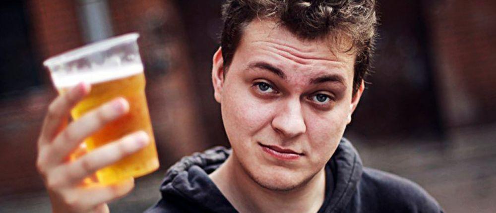 Хованский с пивом стал одним из героев новой игры про видеоблогеров