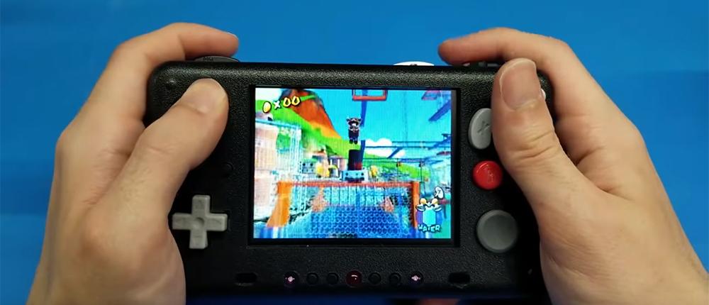 Геймер разобрал Nintendo Wii и создал из нее портативную консоль с ЖК-дисплеем и динамиками (видео)