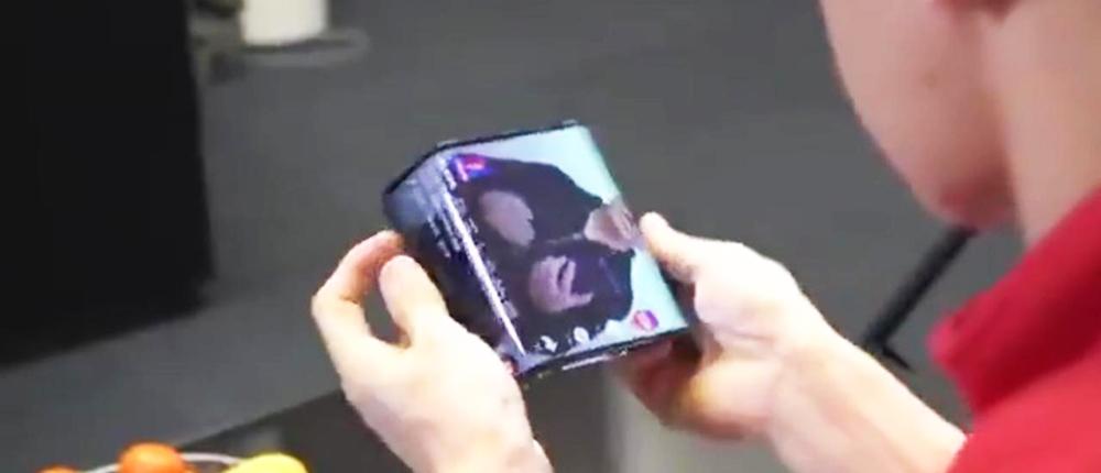 Xiaomi показала смартфон со складным экраном. Он превращается в планшет и наоборот — видео