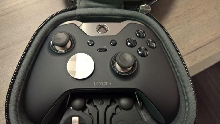 "Microsoft выпустила миллион контроллеров Xbox Elite"""