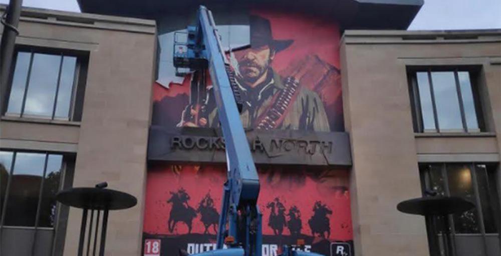 Rockstar делает новую игру. Плакат RDR 2 снят с фасада главного офиса студии