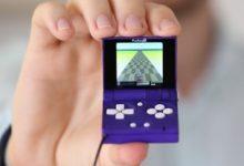 Появилась новая складная консоль размером с брелок. На ней запускаются игры PS1, NES, SEGA и Gameboy