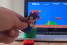 Энтузиаст использовал Марио из Lego, чтобы играть в Super Mario Bros.