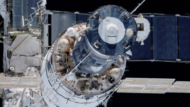 Конфетти не помогло, на очереди пакеты и плёнки: продолжается поиск места утечки воздуха на МКС