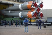 Ракета с пилотируемым кораблём «Союз МС-17» установлена на старте