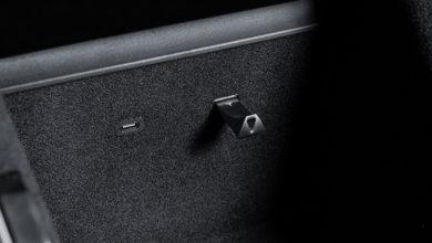 Tesla начала продавать USB-флешки. Они такие же, как у Samsung, но с логотипом Tesla и дороже